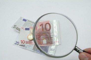 -soldi-sotto-la-lente-d-ingrandimento